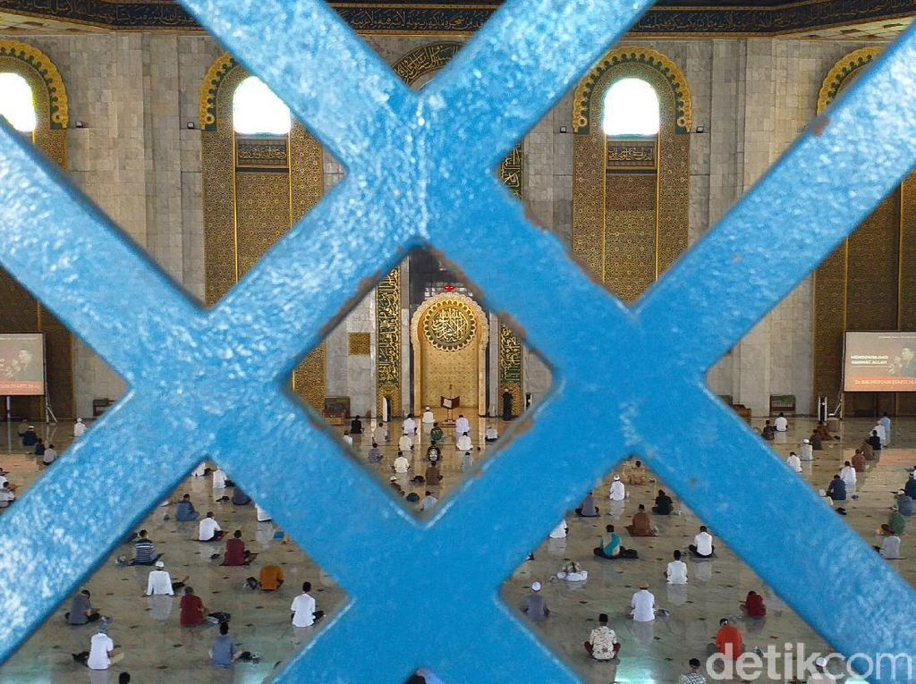 Masjid Al Akbar Surabaya Gelar Salat Jumat Tanpa Aturan Ganjil Genap
