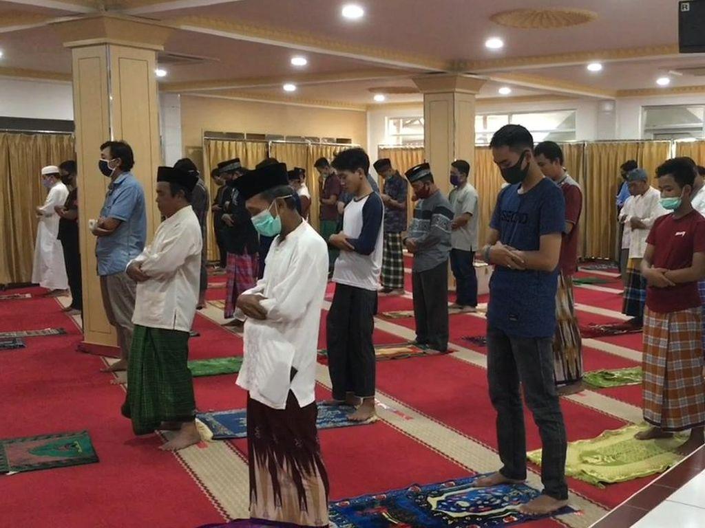 Video Masjid Nurul Islam Koja Gelar Salat Jumat 2 Gelombang