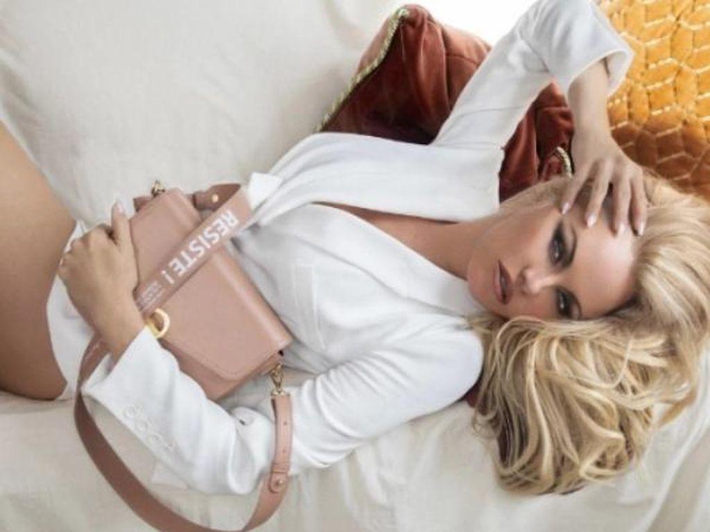 Pamela Anderson Jual Tas Daur Ulang Seharga Rp 4 Jutaan, Minat?