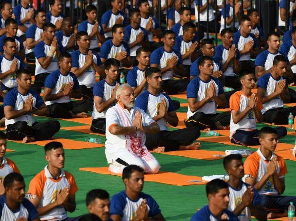 PM India Klaim Rutin Yoga Bisa Jadi Tameng untuk Cegah Corona