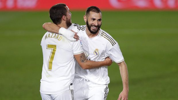 Real Madrid's Karim Benzema, right, celebrates with his teammate Eden Hazard after scoring his side's opening goal during the Spanish La Liga soccer match between Real Madrid and Valencia at Alfredo di Stefano stadium in Madrid, Spain, Thursday, June 18, 2020. (AP Photo/Manu Fernandez)