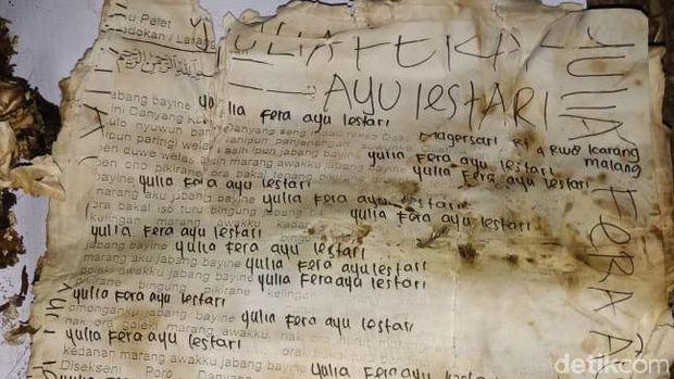 secarik kertas kusam di dalam bungkusan kafan di kudus 169