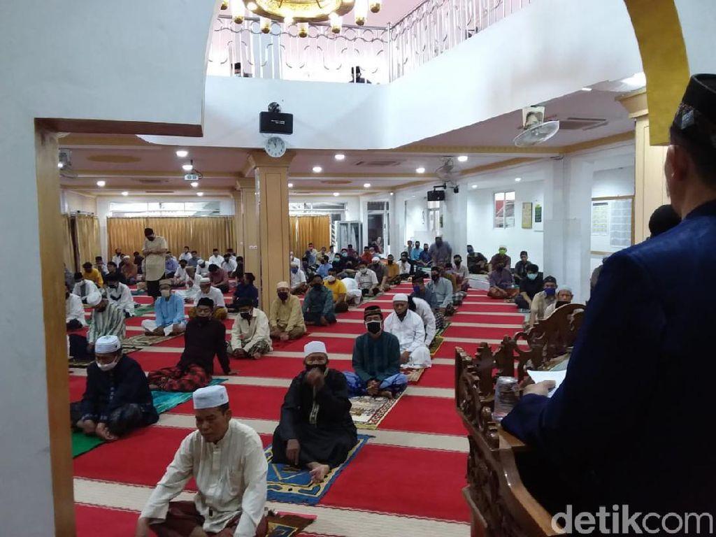 Begini Teknis Salat Jumat 2 Gelombang di Masjid Nurul Islam Koja