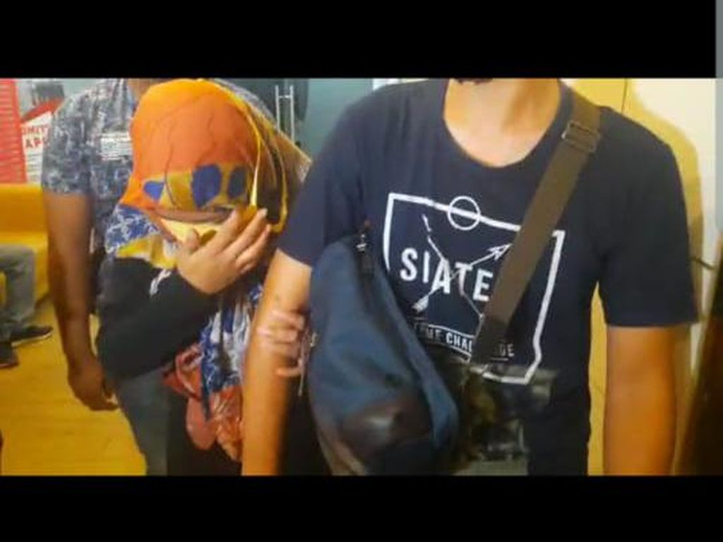 Tiba di Polda Metro, Ini Penampakan Penyedia Prostitusi Remaja ke Russ Medlin