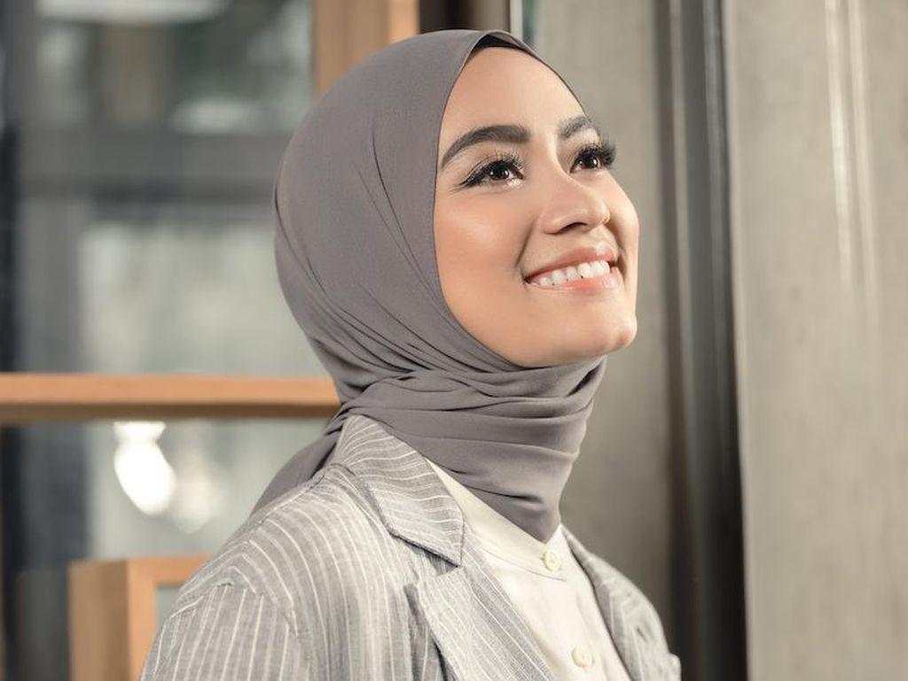 Ayudia Bing Slamet Perkenalkan Gaya Hijab Hijami
