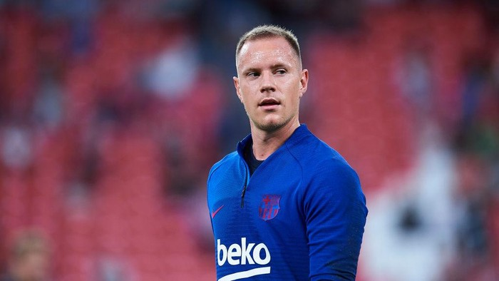BILBAO, SPAIN - AUGUST 16: Marc-Andre ter Stegen of FC Barcelona looks on as he warms up during the Liga match between Athletic Club and FC Barcelona at San Mames Stadium on August 16, 2019 in Bilbao, Spain. (Photo by Juan Manuel Serrano Arce/Getty Images)