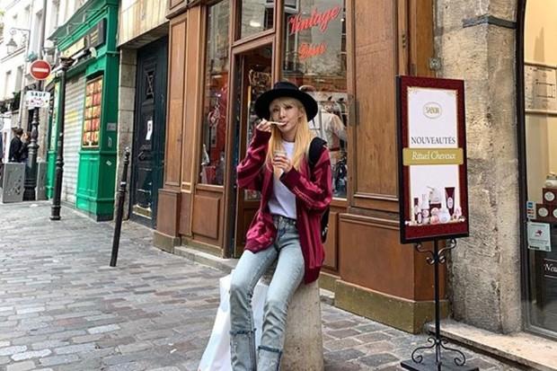 Menurut Ahn Hyun Mo, rahasia cantik awet muda Sandara Park mungkin adalah makan makanan instan dengan bahagia tanpa merasa stres