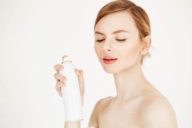 Produk facial spray dengan kandungan nutrisi dan mineral sangat baik untuk menambah asupan gizi kulit harian.