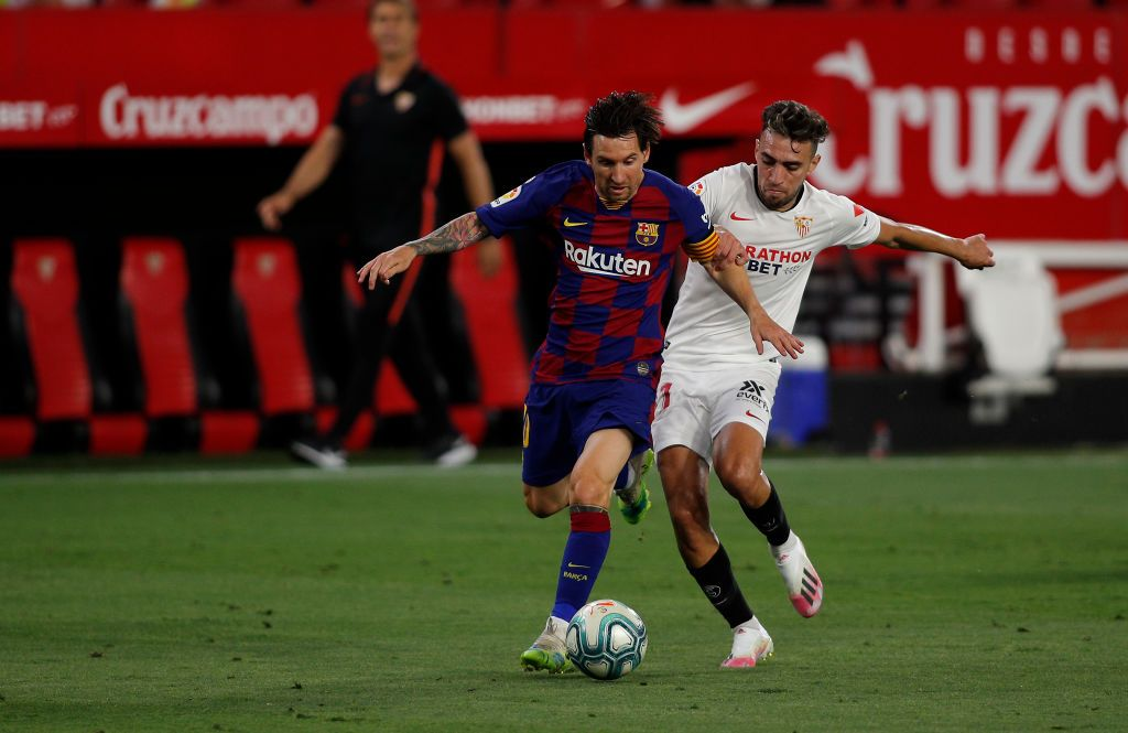 SEVILLE, SPAIN - JUNE 19: Lionel Messi of Barcelona is challenged by Munir El Haddadi of Sevilla during the Liga match between Sevilla FC and FC Barcelona at Estadio Ramon Sanchez Pizjuan on June 19, 2020 in Seville, Spain. (Photo by Fran Santiago/Getty Images)