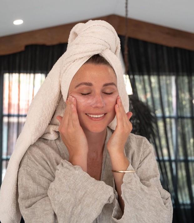 Penggunaan serum wajah secara berlebihan dapat membuat kulit iritasi karena konsentrasi kandungannya yang cukup tinggi.