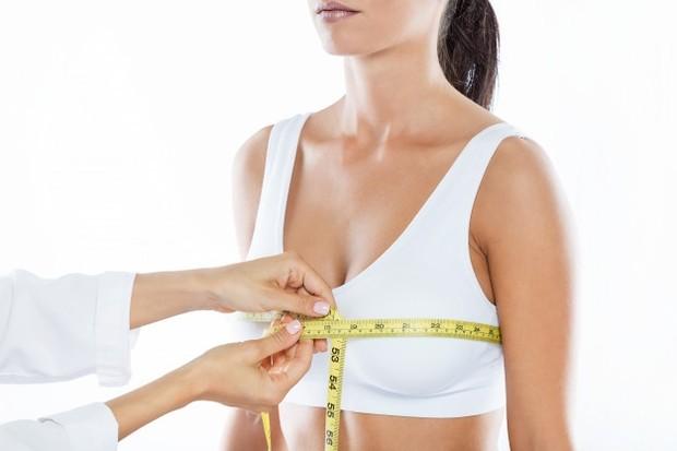 Tak memakai bra selama beraktivitas di rumah bisa mengakibatkan payudaramu kendur. Apalagi jika hal ini dilakukan secara terus menerus.