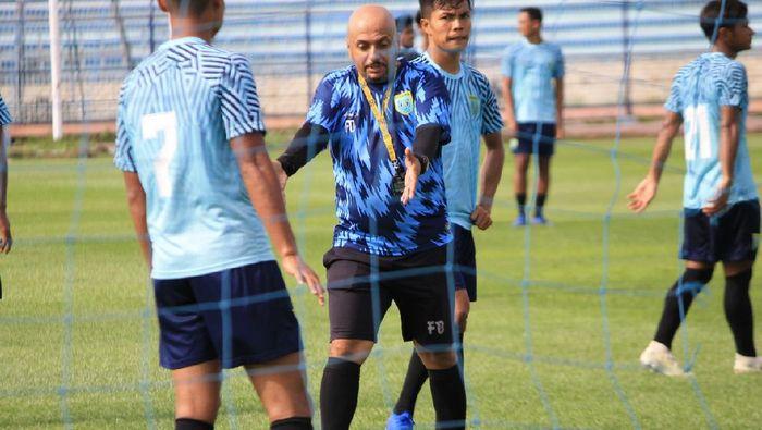 Asisten Pelatih Persela Lamongan Fabio Oliveira