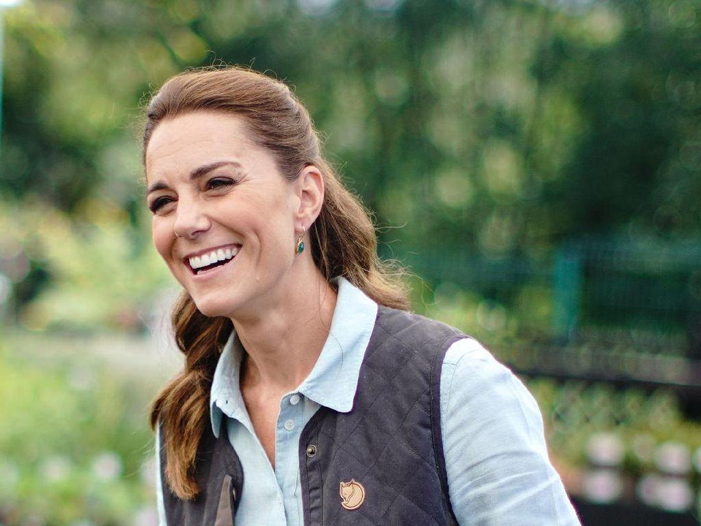 Tanpa Masker, Kate Middleton Perdana Keluar Rumah Setelah Karantina