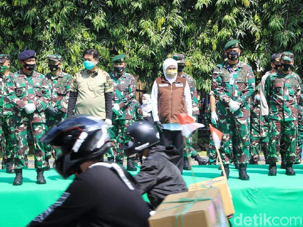 Khofifah Ajak Peserta Bansos Jadi Speaker Warga Agar Patuh Protokol Kesehatan