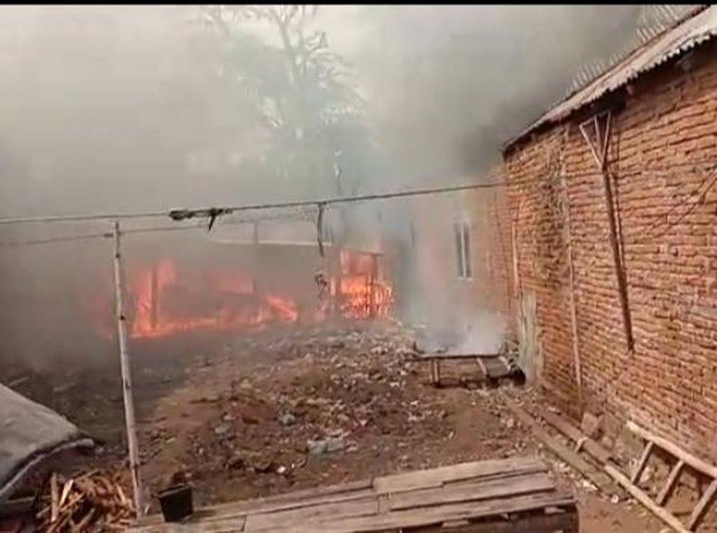 Warga dari Dua Desa di Bima NTB Ricuh, Berimbas ke Pembakaran Rumah