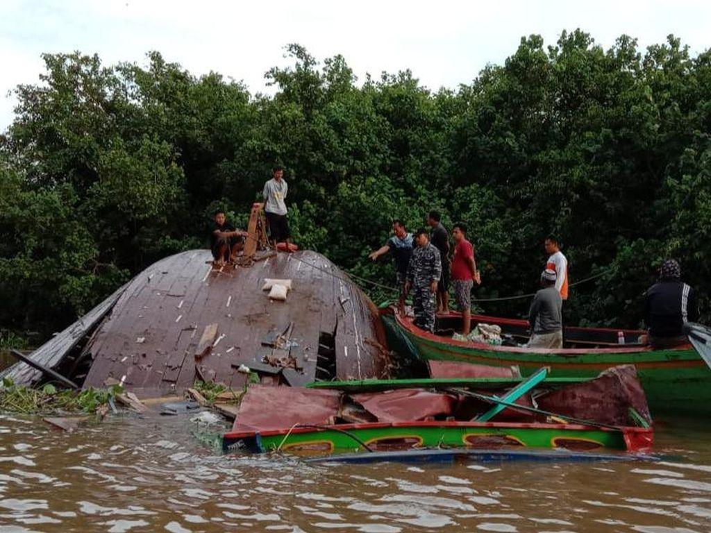 Kapal Pengangkut Sembako Terbalik di Sungai Musi, Tak Ada Korban Jiwa