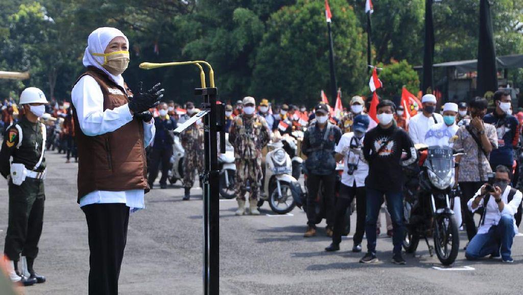 Khofifah Lepas Peserta Baksos New Normal di Malang