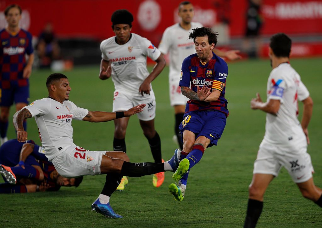 SEVILLE, SPAIN - JUNE 19: Lionel Messi of Barcelona is challenged by Diego Carlos of Sevilla during the Liga match between Sevilla FC and FC Barcelona at Estadio Ramon Sanchez Pizjuan on June 19, 2020 in Seville, Spain. (Photo by Fran Santiago/Getty Images)