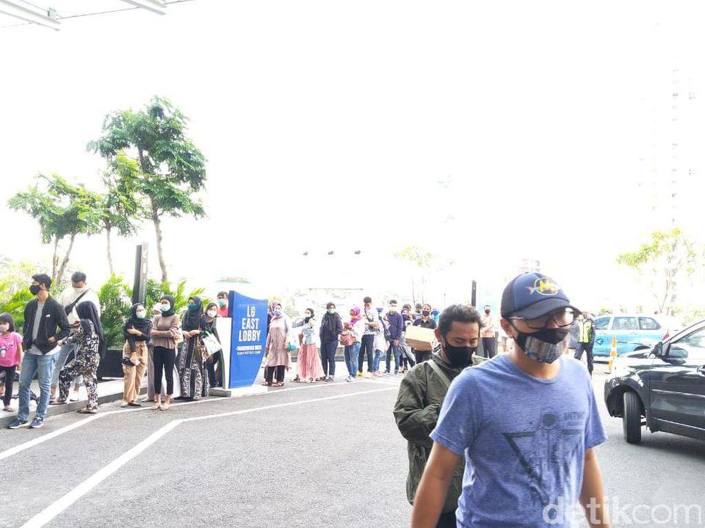 Mal di Jakarta Diserbu di Akhir Pekan, Mau Masuk Sampai Antre