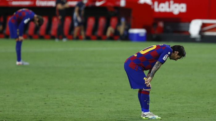 Barcelonas Lionel Messi reacts during the Spanish La Liga soccer match between Sevilla and FC Barcelona at the Ramon Sanchez-Pizjuan stadium in Seville, Spain, Friday, June 19, 2020. (AP Photo/Angel Fernandez)