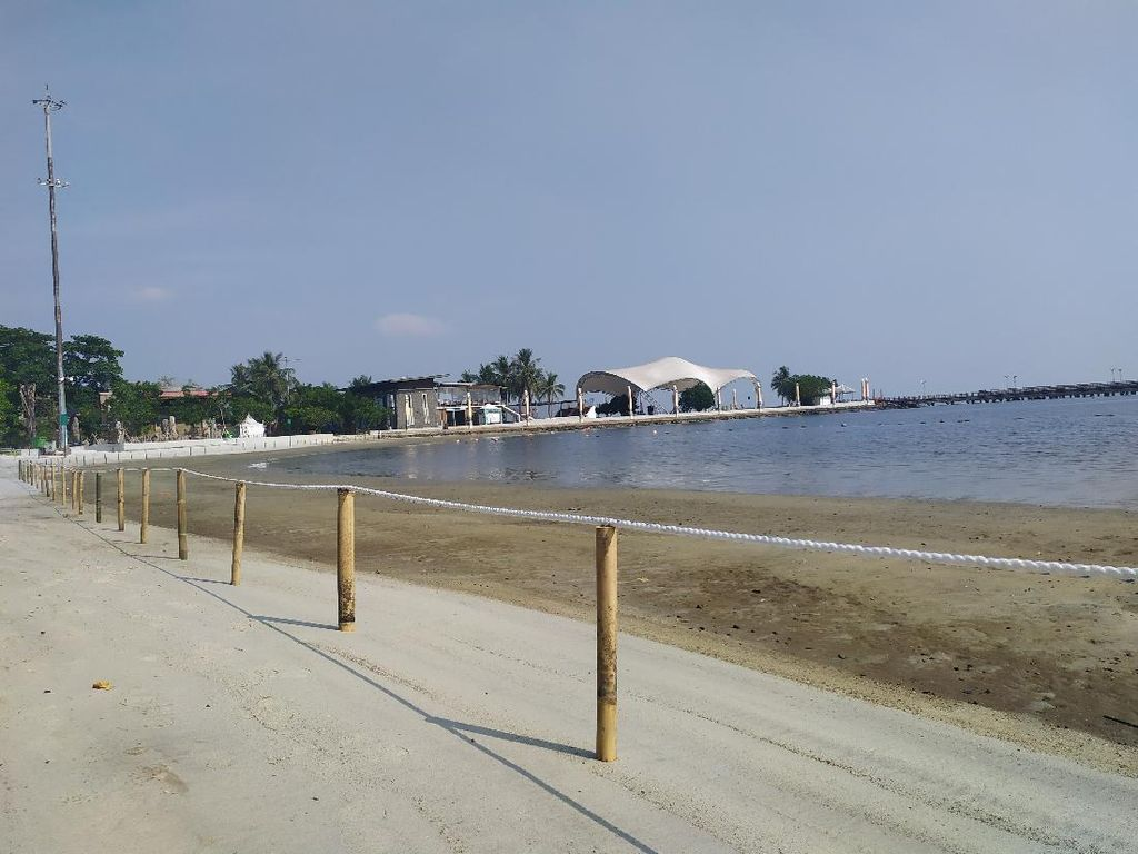 Dilarang Main di Pantai karena Masih Pandemi, Pengunjung Ancol Maklum