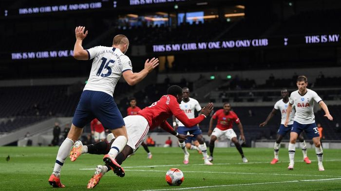 LONDON, ENGLAND - JUNE 19: Paul Pogba of Manchester United is tackled by Eric Dier of Tottenham Hotspur which leads to a penalty during the Premier League match between Tottenham Hotspur and Manchester United at Tottenham Hotspur Stadium on June 19, 2020 in London, England. (Photo by Shaun Botterill/Getty Images)
