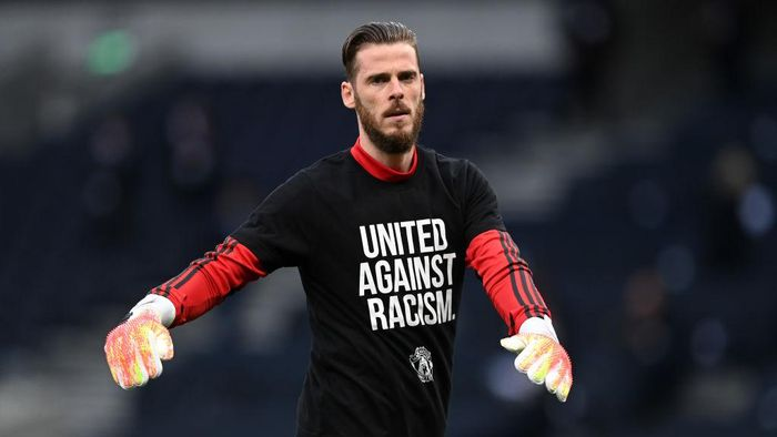 LONDON, ENGLAND - JUNE 19: David De Gea of Manchester United warms up while wearing a United Against Racism t-shirt prior to the Premier League match between Tottenham Hotspur and Manchester United at Tottenham Hotspur Stadium on June 19, 2020 in London, England. (Photo by Shaun Botterill/Getty Images)