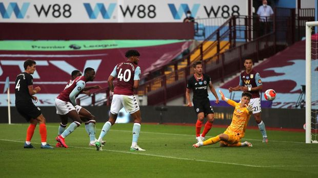 BIRMINGHAM, ENGLAND - JUNE 21: Kortney Hause of Aston Villa (obscured)  scores his team's first goal during the Premier League match between Aston Villa and Chelsea FC at Villa Park on June 21, 2020 in Birmingham, England. Football Stadiums around Europe remain empty due to the Coronavirus Pandemic as Government social distancing laws prohibit fans inside venues resulting in all fixtures being played behind closed doors. (Photo by Molly Darlington/Pool via Getty Images)