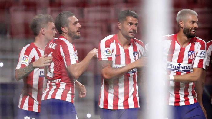 MADRID, SPAIN - JUNE 20: Vitolo of Atletico Madrid celebrates with teammates after scoring his teams first goal during the La Liga match between Club Atletico de Madrid and Real Valladolid CF at Wanda Metropolitano on June 20, 2020 in Madrid, Spain. (Photo by Gonzalo Arroyo Moreno/Getty Images)