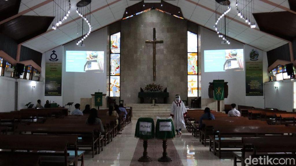 Begini Penerapan Protokol Kesehatan di Gereja Bandung
