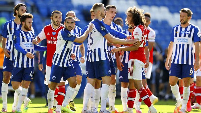 Brightons Adam Webster, center, gets between Brightons Neal Maupay, center left, and Arsenals Matteo Guendouzi during an argument at the end of the English Premier League soccer match between Brighton & Hove Albion and Arsenal at the AMEX Stadium in Brighton, England, Saturday, June 20, 2020. (Richard Heathcote/Pool via AP)