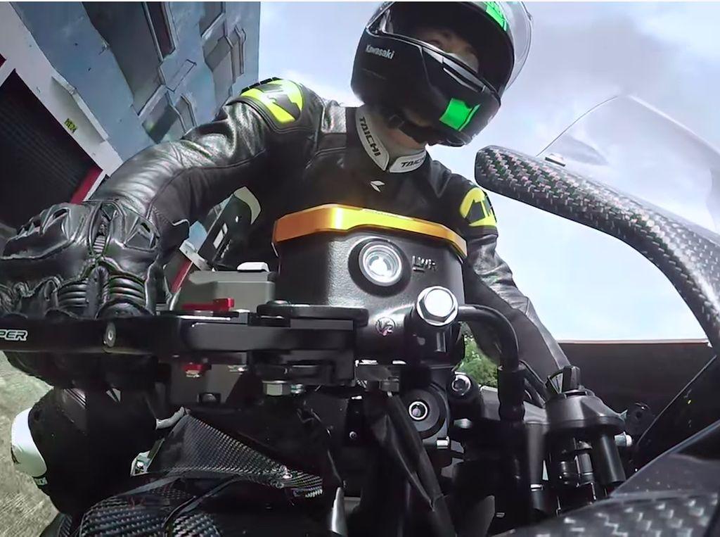 Modifikasi Kawasaki Ninja 250 4 Silinder Digeber di Sentul