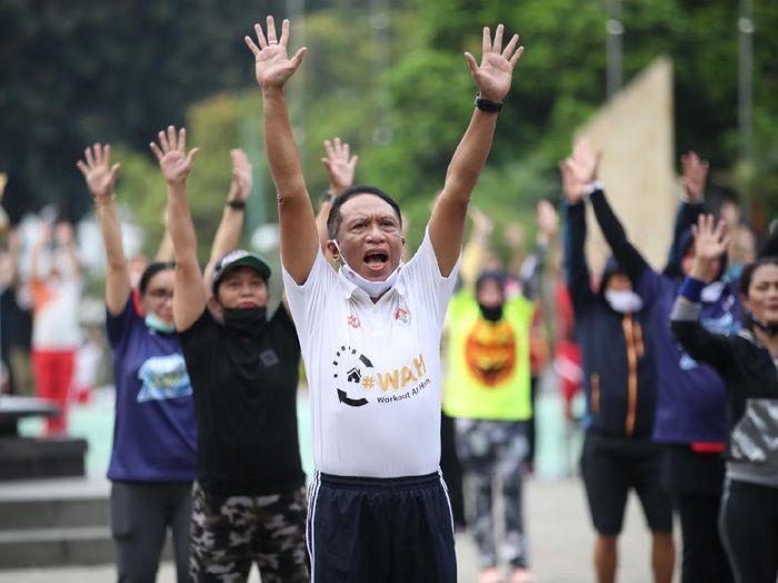 Menteri Pemuda dan Olahraga (Menpora) Zainudin Amali mengajak masyarakat tetap aktif berolahraga di masa pandemi corona. Ajakan itu direalisasikan lewat program WAH (Workout at Home)