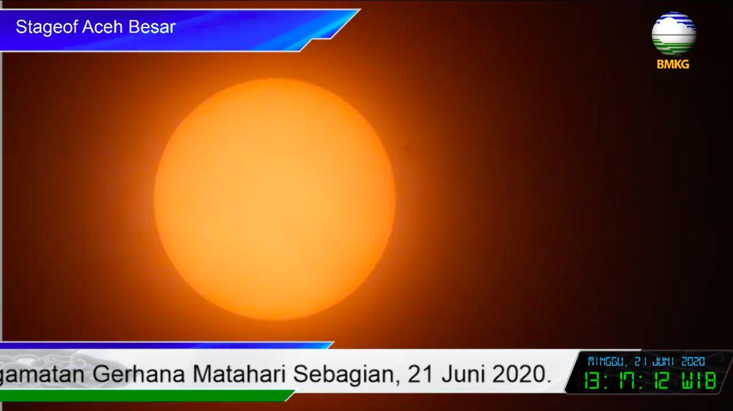 Kontak awal gerhana matahari sebagian di Aceh (BMKG)