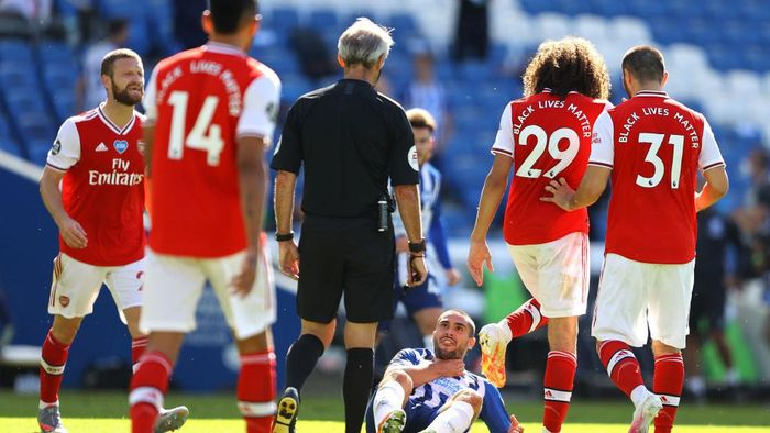 BRIGHTON, ENGLAND - JUNE 20: Matteo Guendouzi of Arsenal confronts Neal Maupay of Brighton and Hove Albion during the Premier League match between Brighton & Hove Albion and Arsenal FC at American Express Community Stadium on June 20, 2020 in Brighton, England. Football Stadiums around Europe remain empty due to the Coronavirus Pandemic as Government social distancing laws prohibit fans inside venues resulting in all fixtures being played behind closed doors. (Photo by Richard Heathcote/Getty Images)