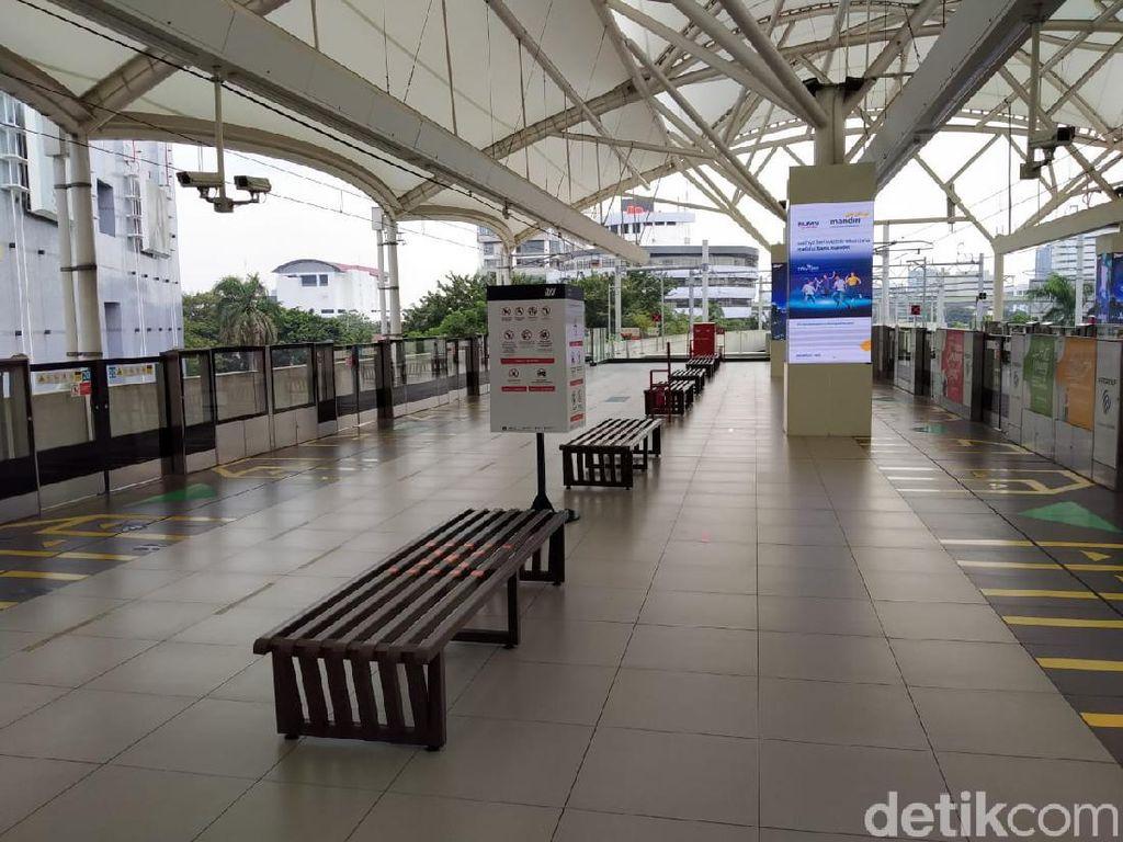 Biasanya Ramai Penumpang, Naik MRT di Hari Libur Masih Lengang