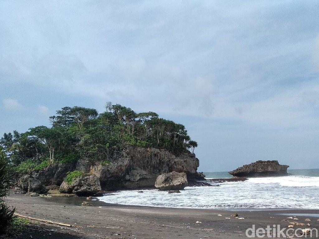 Foto: Madasari, Tempat Kemping di Tepi Pantai