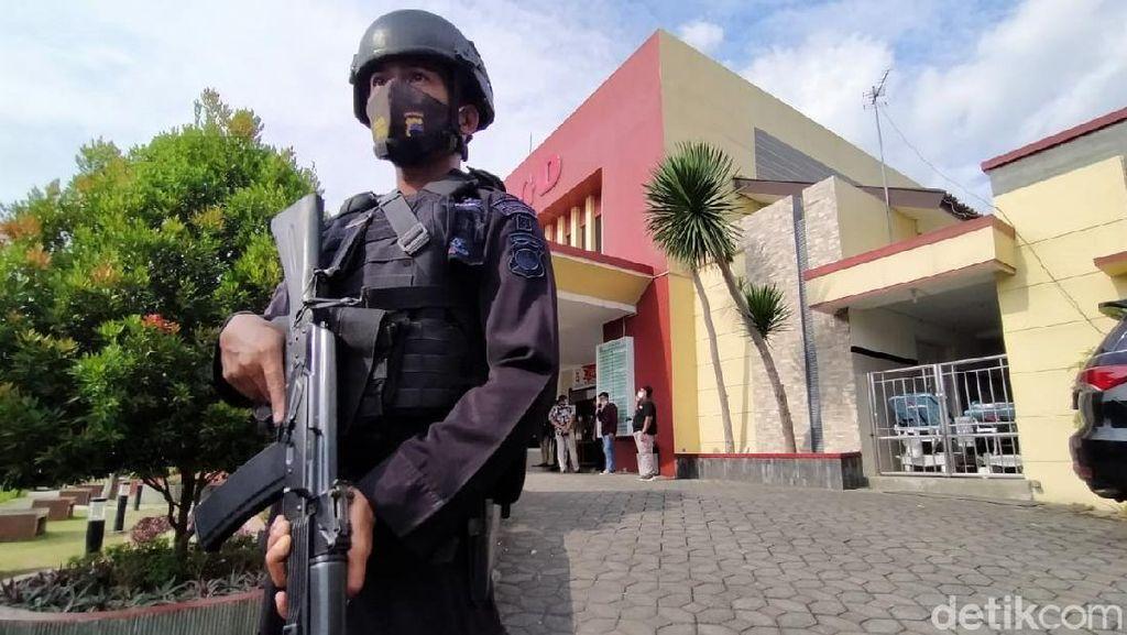 Polisi Perketat Pengamanan RSUD Karanganyar Usai Wakapolres Diserang
