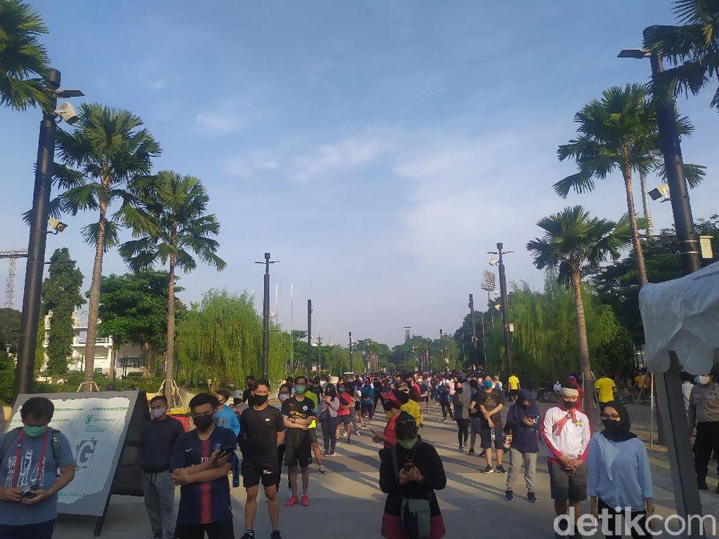 Minggu Pagi, Pengunjung GBK Tertib Antre Masuk Ring Road