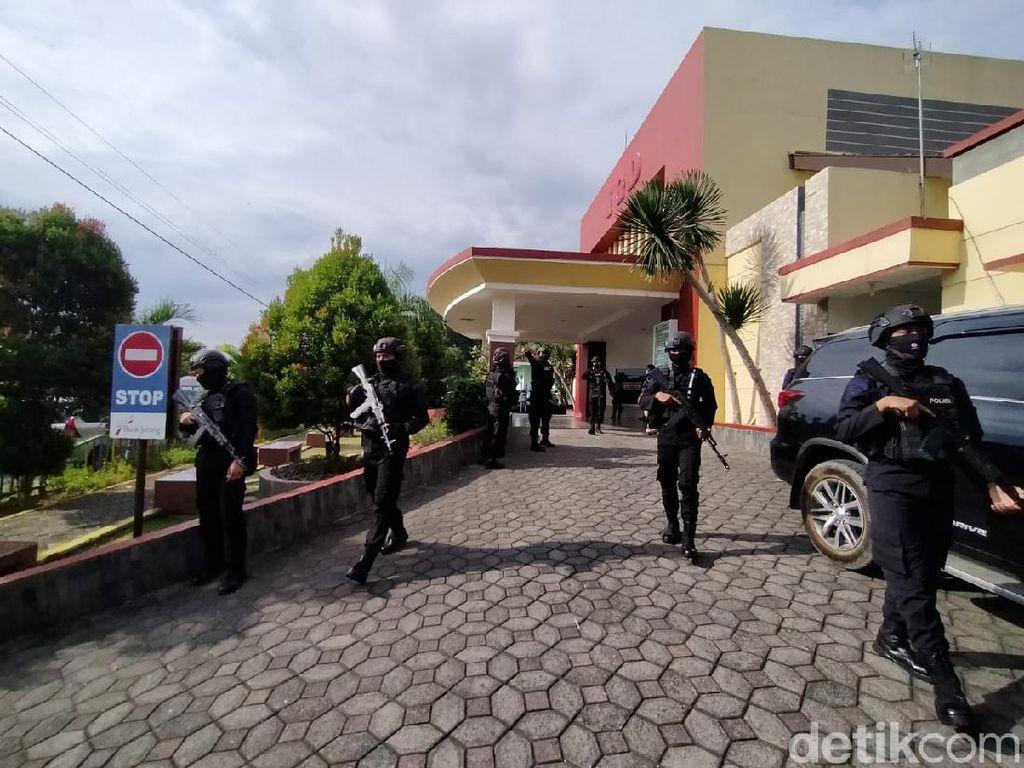 Wakapolres Karanganyar dan Sopir Diserang, RSUD Dijaga Ketat Polisi