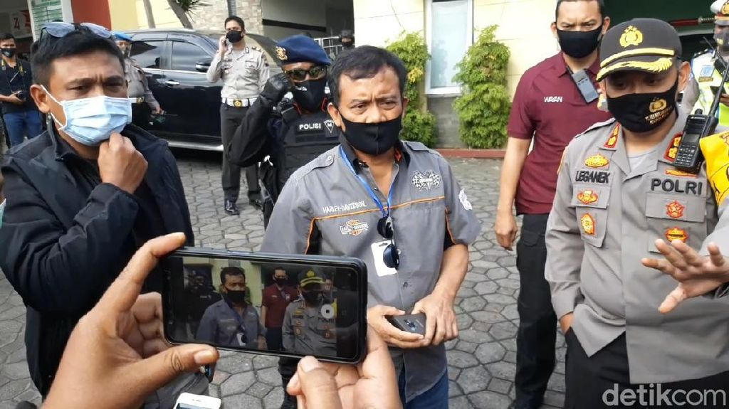 Wakapolres Diserang, Kapolda Jateng Datangi RSUD Karanganyar