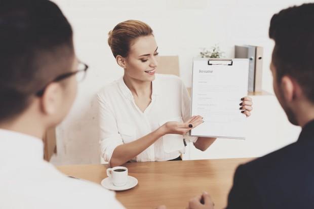 rasa percaya diri akan membantu seseorang dalam menunjukkan kelebihan nilai diri saat interview kerja