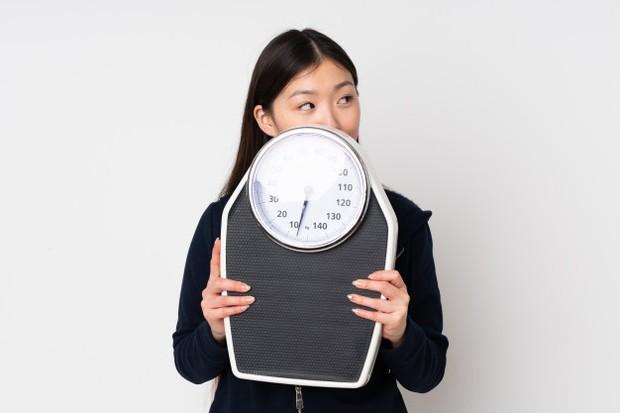 Ilustrasi wanita menurunkan berat badan