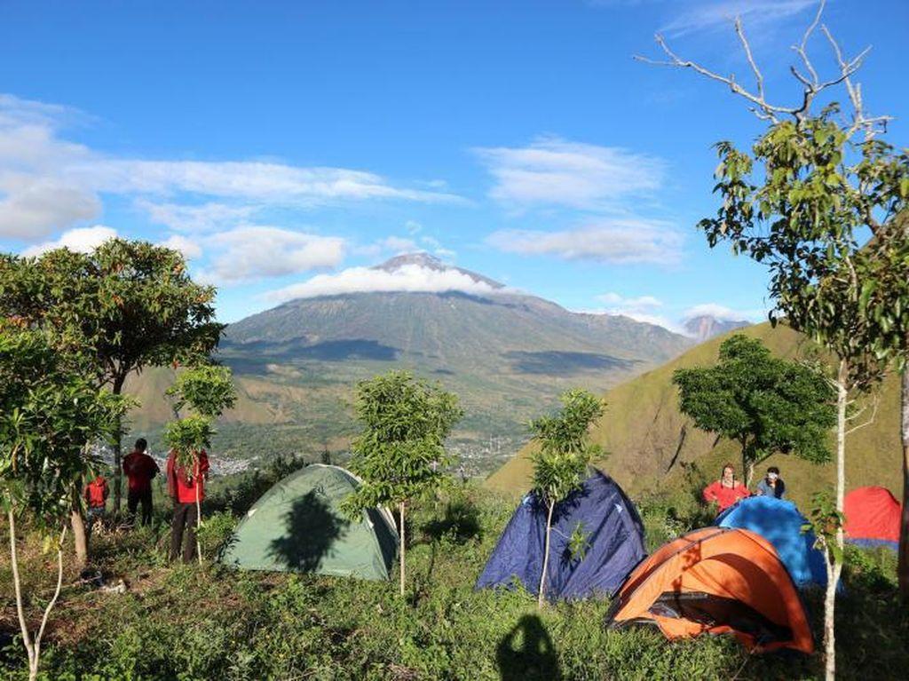Ini Bukit Mantong, Tempat Camping Asyik Selain Gunung Rinjani