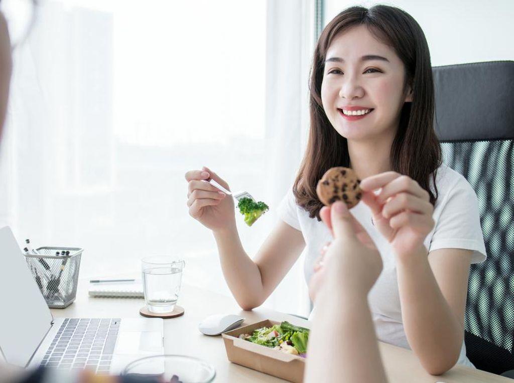 Jangan Asal Makan, Ini Camilan Tepat Saat Kembali Ngantor
