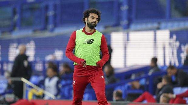 Liverpool's Mohamed Salah warms-up during the English Premier League soccer match between Everton and Liverpool at Goodison Park in Liverpool, England, Sunday, June 21, 2020. (AP photo/Jon Super, Pool)