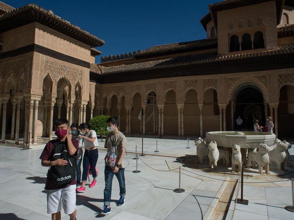 Istana Alhambra Ramai Turis Lagi Setelah Tutup 3 Bulan