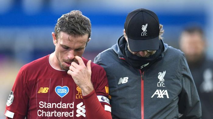 LIVERPOOL, ENGLAND - JUNE 21: Jordan Henderson of Liverpool interacts with Jurgen Klopp, Manager of Liverpool after the Premier League match between Everton FC and Liverpool FC at Goodison Park on June 21, 2020 in Liverpool, England. Football Stadiums around Europe remain empty due to the Coronavirus Pandemic as Government social distancing laws prohibit fans inside venues resulting in all fixtures being played behind closed doors. (Photo by Peter Powell/Pool via Getty Images)