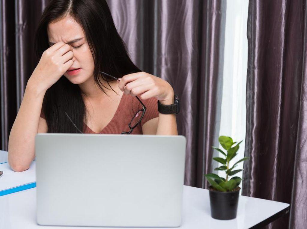 WFH Sering Tatap Layar Laptop? Ini 4 Tips Buat Jaga Kesehatan Mata