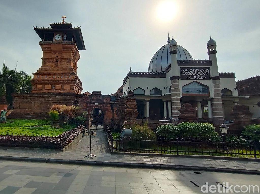 Hagia Sophia, Masjid Cordoba, dan Menara Kudus